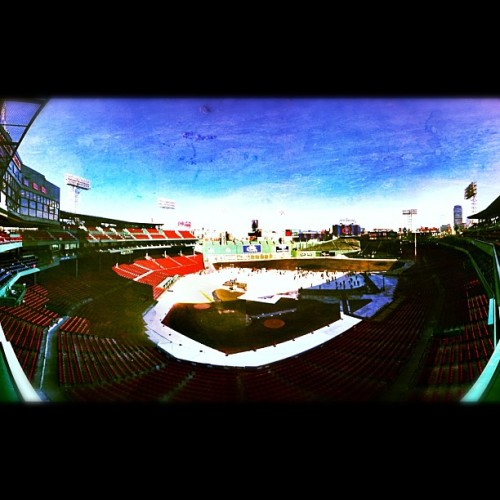 #fenway #fenwaypark #bostonredsox #sox #redsox #boston #baseball #iphone #instagram #hockey #cold #iphonography (Taken with Instagram at Fenway Park)