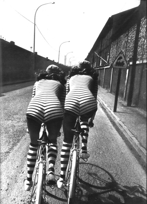 anneyhall:  Photo by Helmut Newton for Vogue Paris, 1971. (via:superseventies)