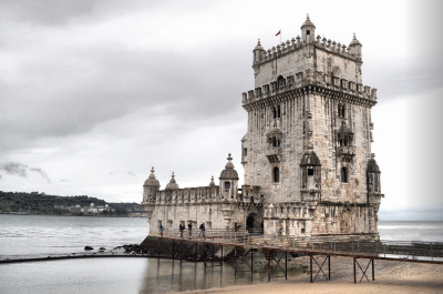 to-soar-on-wings-like-eagles:  Torre de Belém