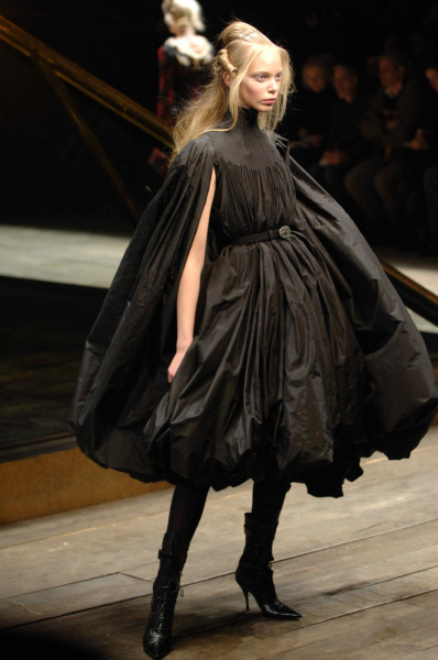 katisque:  Alexander McQueen Fall/Winter 2006, Widows of Culloden.