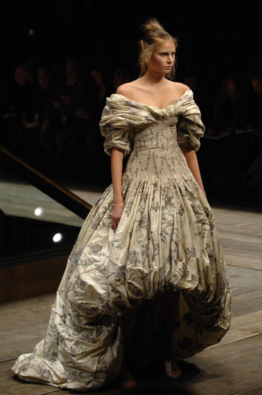 Alexander McQueen Fall/Winter 2006, Widows of Culloden.