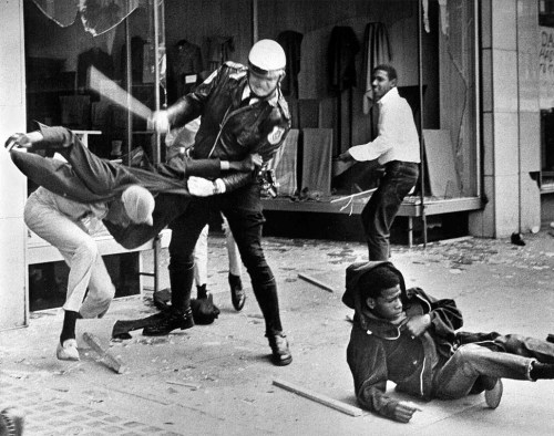 © Jack Thornell, March 28, 1968, Memphis Sanitation Strike A police officer uses his nightstick on a youth reportedly involved in the looting that followed the breakup of a march led by Dr. Martin Luther King Jr. March 28, in Memphis, Tenn. Black leaders accused the police of brutality while police officers said they did what was necessary to restore order. In the wake of the violence, a curfew was imposed and more than 3,800 National Guardsmen were rushed to the city. » find more war & conflict photography here « | » see pictures of Martin Luther King, Jr. here «