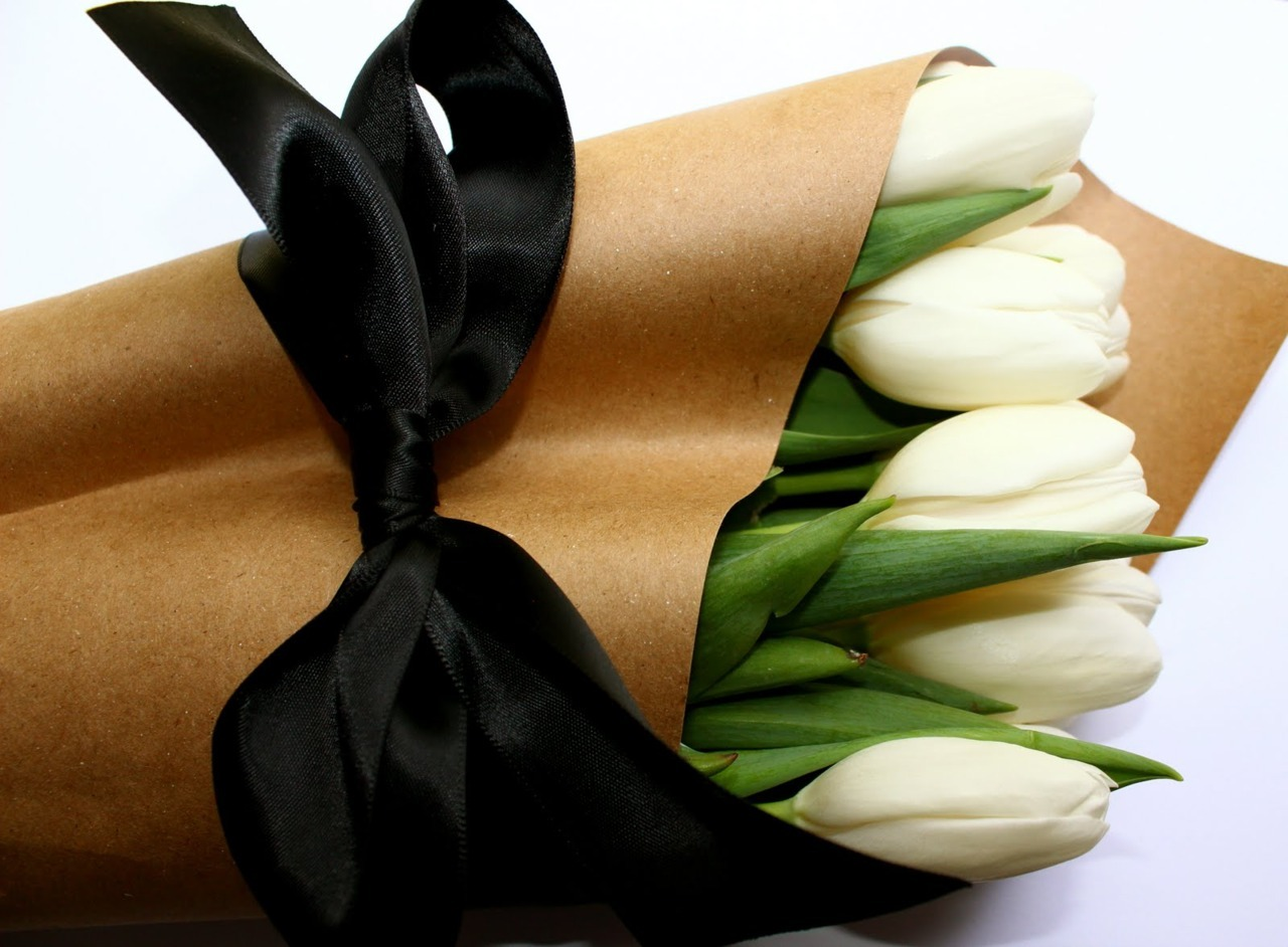 flowers look so much more beautiful wrapped in brown paper.