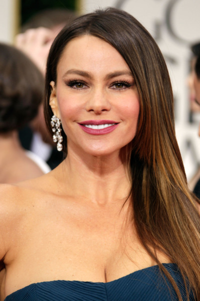 COVERGIRL Rocks the Golden Globes COVERGIRL Sofia Vergara stunned everyone last night in a Vera Wang gown while delivering a natural youthful makeup look. Sofia's hit show Modern Family took home the Golden Globe for best TV comedy series but it was her speech that stole the show!  Here are the details on how to achieved her natural yet so glam look from her own makeup artist, Kayleen McAdams. Face: I started by applying TRUconceal Concealer #4 under the eyes and around the nose. I then applied NatureLuxe Silk Foundation in Nutmeg with a sponge and set that with Clean Pressed Powder in Soft Honey. I chose a plum toned blush Cheekers Blush in Plumberry Glow and applied it along the cheekbones and apples of the cheeks. Eyes: I applied Eye Enhancers 3-kit Shadow in Golden Sunset all over the lid and into the crease and then applied three coats of LashBlast 24HR Mascara to the top lashes and one coat on the bottom. Lips: I applied LipPerfection Lipcolor in Everlasting first and then applied LipPerfection Lipliner in Beloved. Application Tip: This keeps the lipstick from bleeding, but makes it easier to apply the line with the moisture of the lipstick. What's in the clutch? When she was ready to hit the red carpet, I sent Sofia on her way with powder, lip pencil and lipstick for reapplication.  (Photo credit: P&G COVERGIRL via Fleishman/MMC)