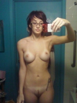 houseofselfshots:   Girls with glasses are kinda hot :)