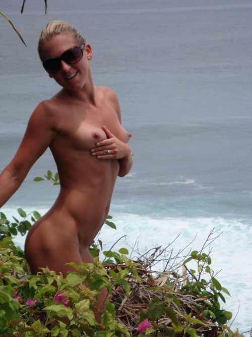 sexyoutsidephotos:  slutwifenicole:  Nicole  Girls & Couples who love outdoor fun - Follow on Twitter