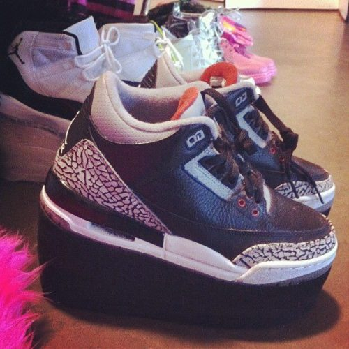Azealia Banks' customised Jordans are kinda ugly. Click here for more.