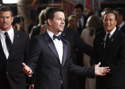 Can we all just admire Mark Wahlberg's Golden Globe's appearance? And can we all just awknowledge that fact that this man has not aged a day.
