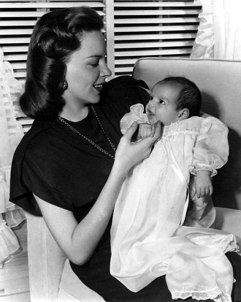 Judy Garland and little Liza Minnelli