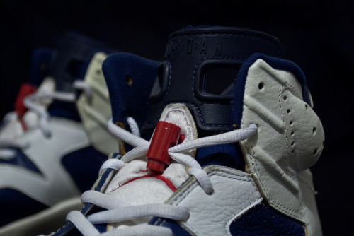 justjordans:  Air Jordan VI Olympic (2000) Our favorite Jordan from the year 2000 for our 2000th post.  Thank you all!!!