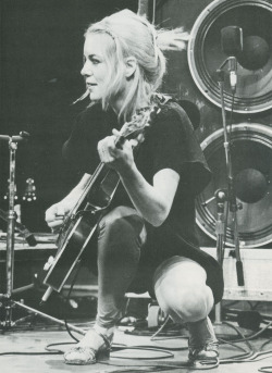 fuckyeahchickmusicians:  Tina Weymouth of Talking Heads  and Tom Tom Club!