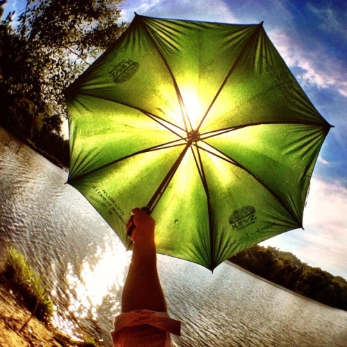 Its a hot sunny day! #brunika #iphonesia #sun #lake #umbrella #photooftheday #kurapak_amiranas #amiranas  (Taken with Instagram at Jerudong, Brunei)
