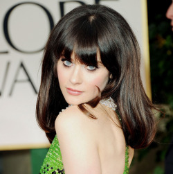 Zooey DEschanel in the Golden Globes, dress by Prada, makeup by Rimmel London