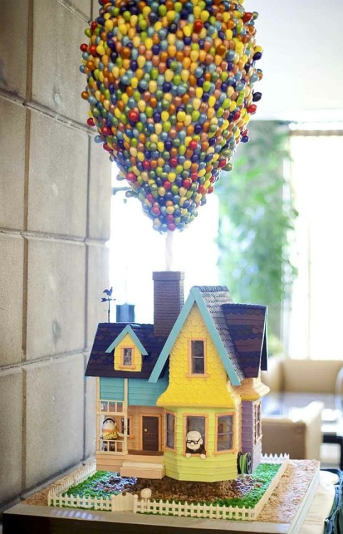 I love movie cakes! Feast your eyes on this UP cake!