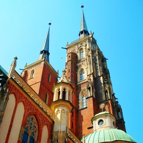#church #europe #bricks #sky #red #blue #bestoftheday #instagram #clubsocial #igers #bestpic #tour #10likes #20likes  (Taken with instagram)