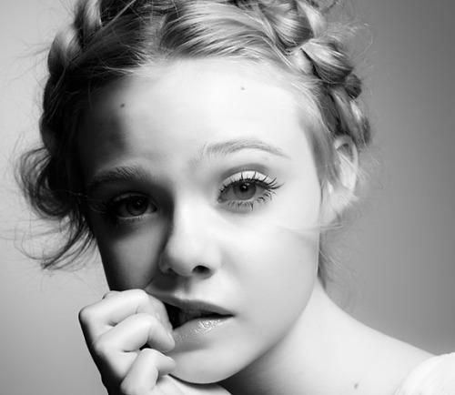 FALLING FOR A FANNING Simply irresistible, this picture of Elle Fanning, shot by Steven Pan for Interview magazine. source: Fashaholics Anonymous/ Interview Magazine