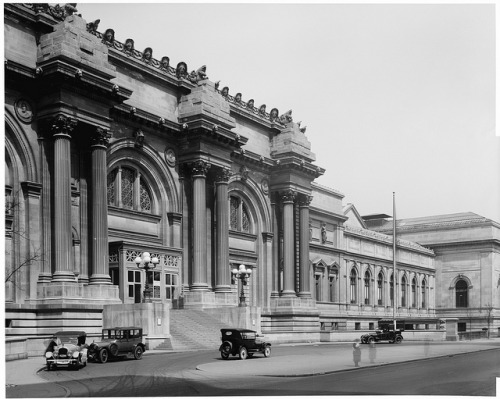 The Metropolitan Museum of Art's Fifth Avenue facade, 1921 ©The Metropolitan Museum of Art