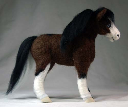 fuckyeahneedlefelting:  Needle Felted Welsh Pony by ~enchantmentsart