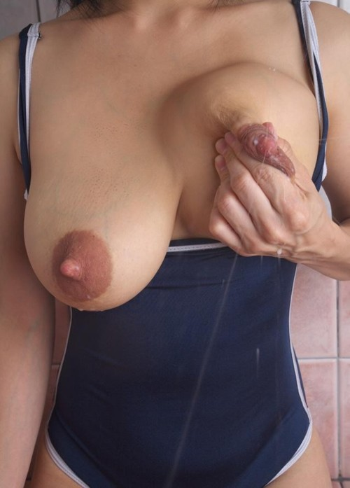 Beautiful buxom boobies that squirt. Awesome and delicious.