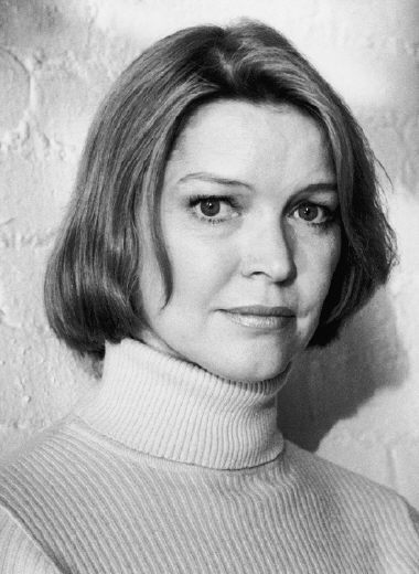 Ellen Burstyn won Best Actress in 1974 for her role as Alice Hyatt in the film Alice Doesn't Live Here Anymore.