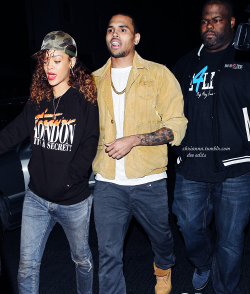They should put the past in the past and get back together #teamriri & #teambreezy.