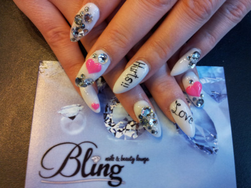 love hurts mani valentines nail art