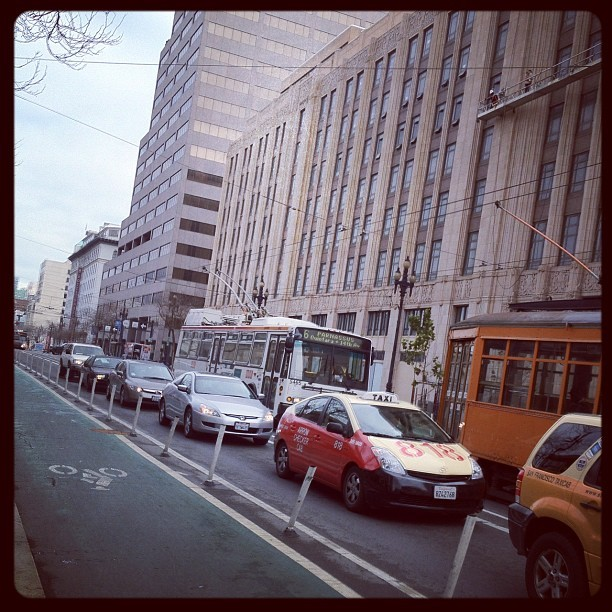 #MarketStreetFlow #SF #Frisco (Taken with Instagram at Fox Plaza)