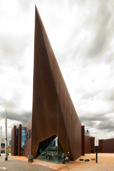 cosascool:  Australian Centre for Contemporary Art designed by Wood Marsh.  Photo by Wojtek Gurak   First thought that came to mind: PYRAMID HEAD :B