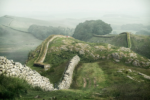 tocamelot:  enchantedengland: Hadrian's Wall roughly divides Scotland and England