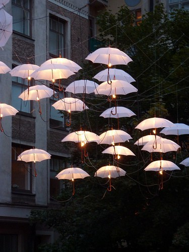 lindasinklings:  light umbrellas.