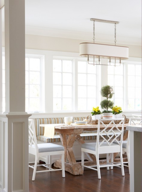 A beautiful and tranquil dining space, decorated in neutral tones, graces this beach side cottage. (via MuseInteriors)