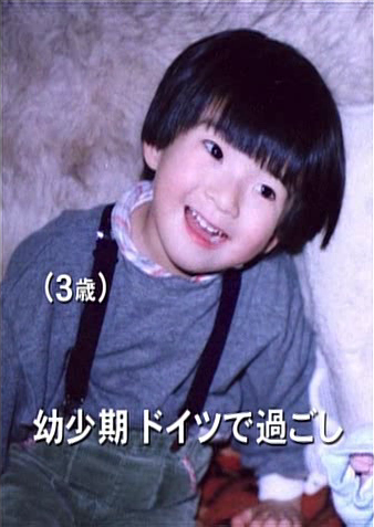 kamiya-sexual:  KAKKI (3 YEARS OLD) and KAKKI (29 YEARS OLD)