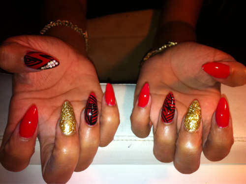 49er Festive: Red + Gold Stiletto Nails