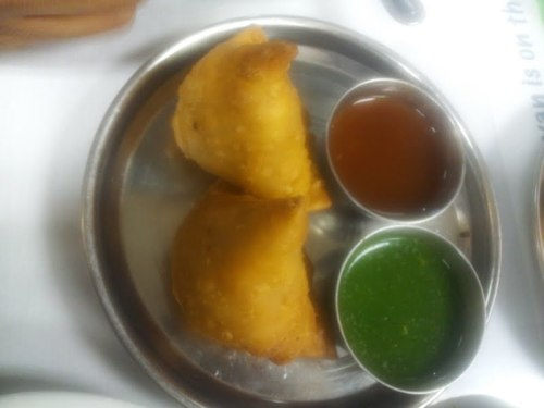 Finally! An Indian samosa! There are zillions of Chaat houses in Fremont (and no, I have NOT been to all of them) but Chaat Bhavan is pretty legitimate. A simple hot samosa, with the traditional combination of a spicy green chutney and a sweet chutney - on a stainless steel plate - what more could you ask for? You get two of these too! Seriously, just go there! Official version two crispy shells stuffed with potatoes & peas with chutney