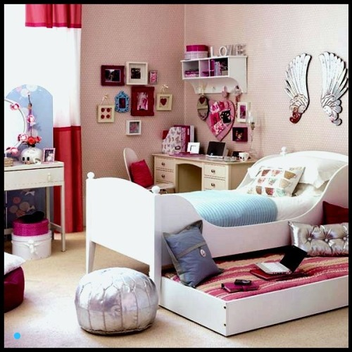 almadora:  groovy girls' bedroom.