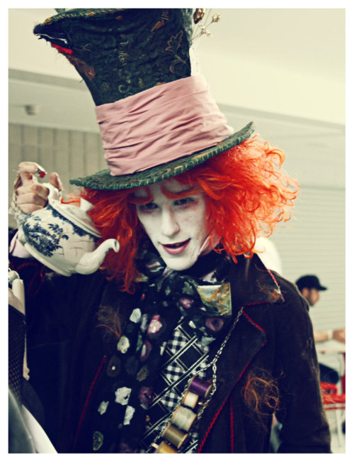 may mcm expo 2010 mad hatter Character - The Mad Hatter - Tim Burtons Alice in Wonderland Costume/worn by: Kem2000 Photo by: iwanttorentawombat