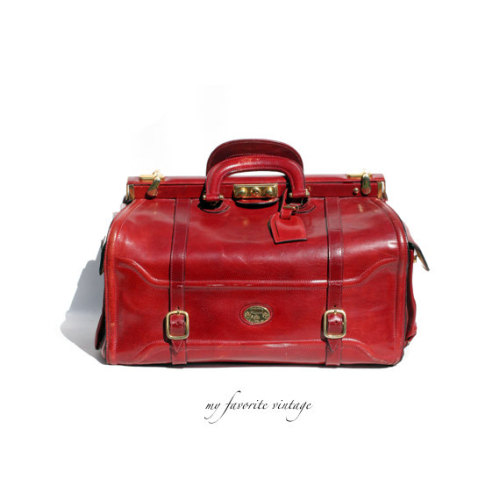 fopandfox:  (via Italian made candy apple red weekend travel by myfavoritevintage)