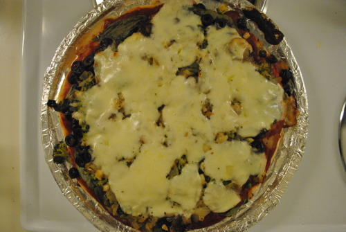 reblogged from analyticalannie:  Veggie Pizza Pie that I made :) For the recipe go to http://www.meatoutmondays.org/7days.htm#pizza  Melty!