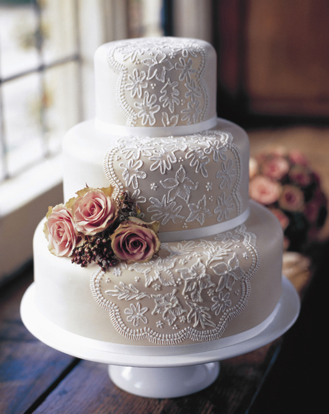 thecakebar:  Lace and Roses!