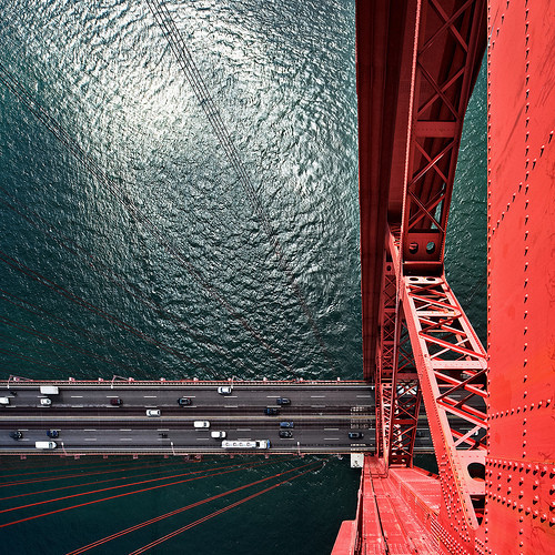 nevils:  Somewhere on top of the Golden Gate Bridge… Source unknown