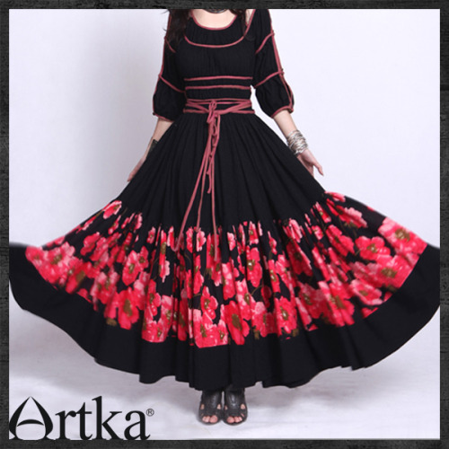 This is another amazingly gorgeous dress by Artka! Another one that reminds me of a nomadic sort of look.  I tried ordering it via their artfire page but they never shipped it to me so now I am waiting on Paypal dispute to pass. Jeez. ;___;