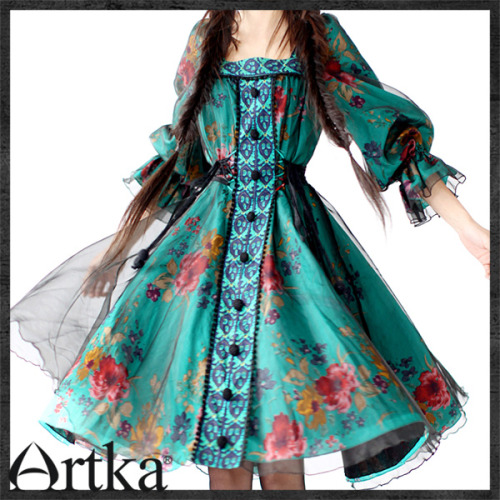 Another lovely dress by Artka fashion. Like the other dress, I tried really hard to buy it but I doubt it will ever come due to their odd schedule and lack of desire to ship stuff. JEEZ. ;___; It's so lovely. It reminds me of a dress a princess would wear in a videogame!! :D