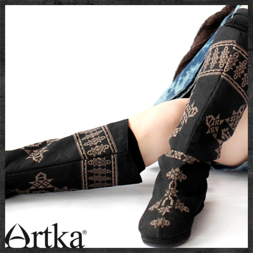 Cute boots by Artka! Sadly their biggest size is 8 US. LAME. Chinese manufacturers please make bigger sizes for us Americans! xD