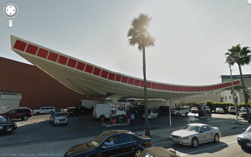 Street View Jack Colker Union 76 Gas Station, Gin Wong, Los Angeles, 1965.
