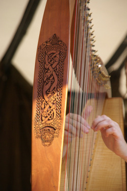 windhaven:  alfsaga:  The Celtic Harp (By Jolanda van Tuijl)  That is ridiculous. So beautifullllll :o