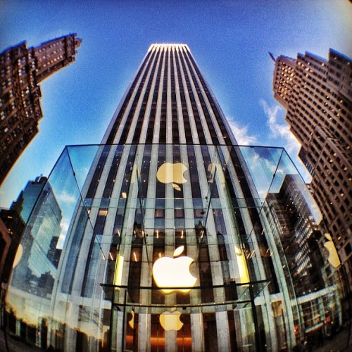 "halilgokdal:  Photo ""Glass Cube Apple Store"" by @flipnyc - http://instagr.am/p/iuvoN/"