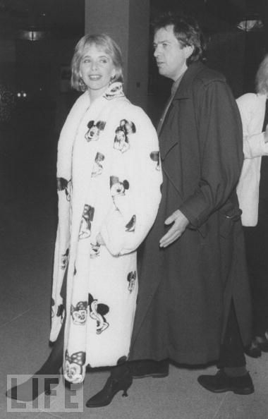 oldloves:  Peter Gabriel & Rosanna Arquette, 1989  That Mickey coat/robe.