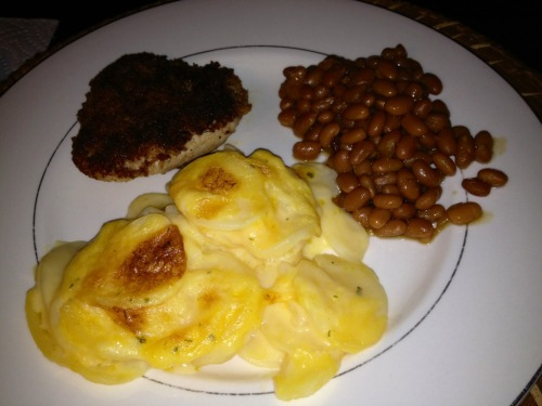 Extra cheesy potatoes Au gratin, pan fried pork chop and country style baked beans for dinner! Nomnomnom :)