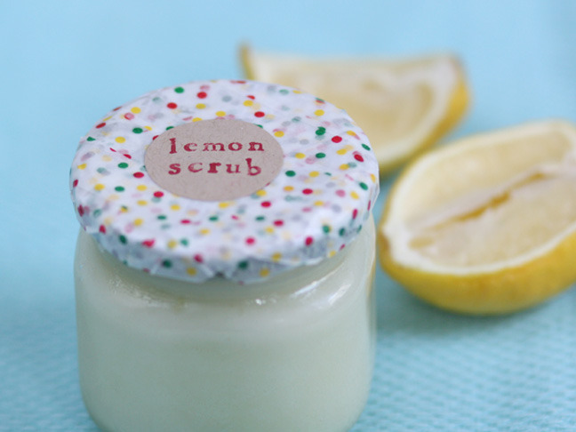 Lemon Scrub | Momtastic These lemon sugar scrub containers look so delicious that I would have to make sure that it was swiftly moved to the bathroom so that it doesn't accidentally get spread on toast. Though if you didn't add the liquid soap you probably could put it on soap… wait, no, don't do that! I love to use body scrub - it makes your skin so clean and fresh, just make sure you moisturise afterwards!