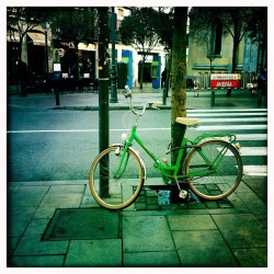 Son fotogénicas las bicis… #bike #bicicleta #classic #iphoneography  (Taken with instagram)